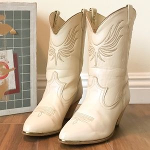 Vintage 70s Cream Dingo Western Cowgirl Boots 9